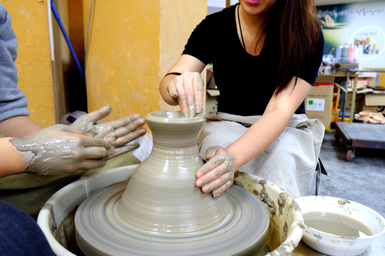 Как делают посуды из глины